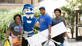 Alumni Help Legacy Students Move In