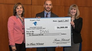 2017 Pirate Pitch Winner David, with his company Divvi
