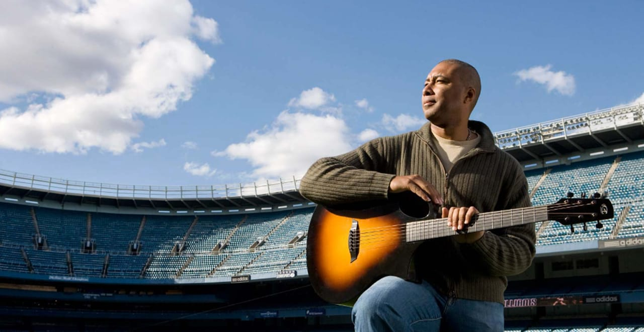 Latino Institute Honors Bernie Williams