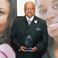 Forrest Pritchett receives Servant Leaders award at Diversity Gala.
