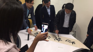 Peiliang Zheng does calligraphy 320 pic