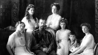 Black and white photo of the Russian Imperial Family taken in 1913